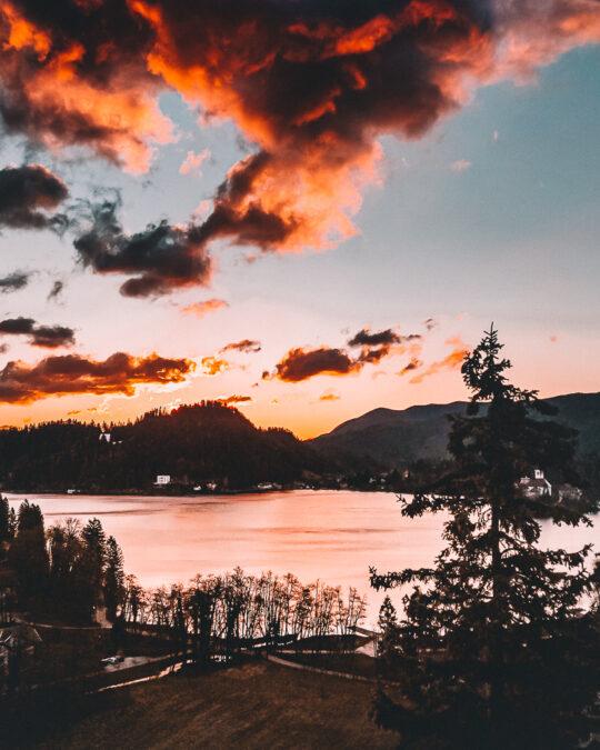 alba lago di bled slovenia
